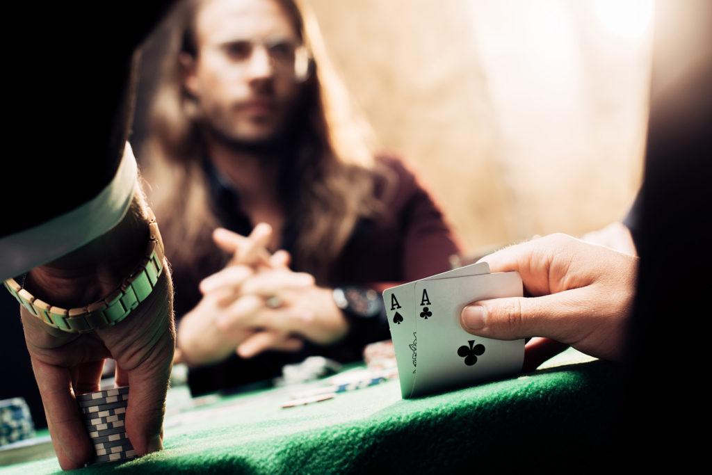 Variantes y apuestas de poker